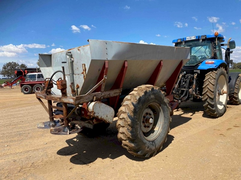 Under Auction - (A146) - Rovic 8T Spreader - 2% + GST Buyers Premium On All Lots