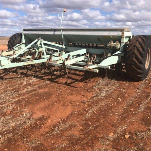 Forward Engineering 853 Seed Drill