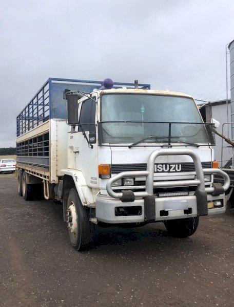23' 2x6 Isuzu Tray Truck (Crate Sold)
