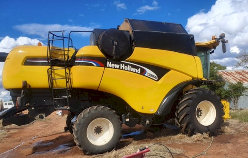 2004 New Holland CX860 Header & 36ft Honeybee Draper Front with Leith Trailer