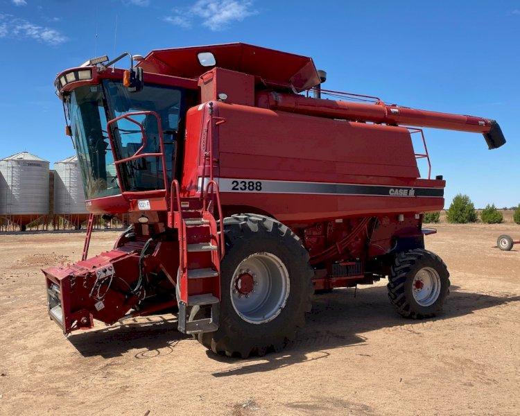 2002 Case IH 2388 Header with 2005 Case IH 2052 36ft Front