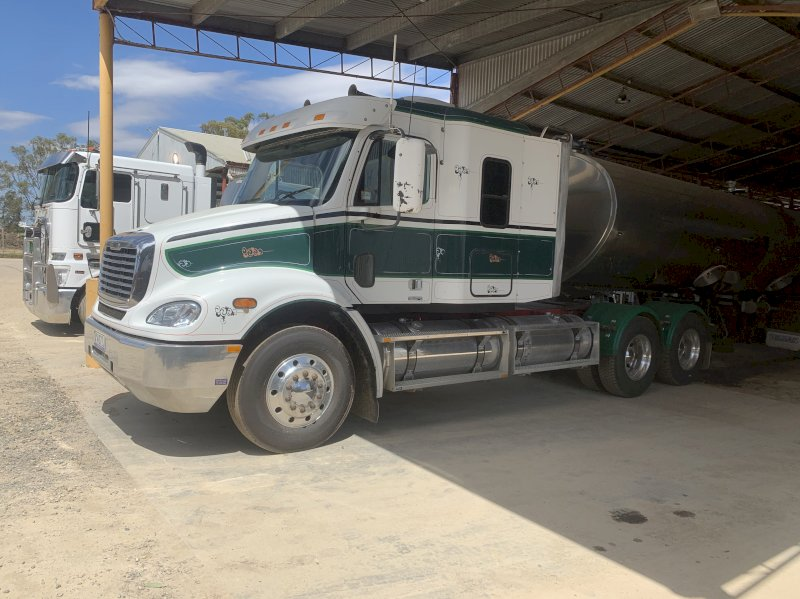 Freightliner Columbia Prime Mover