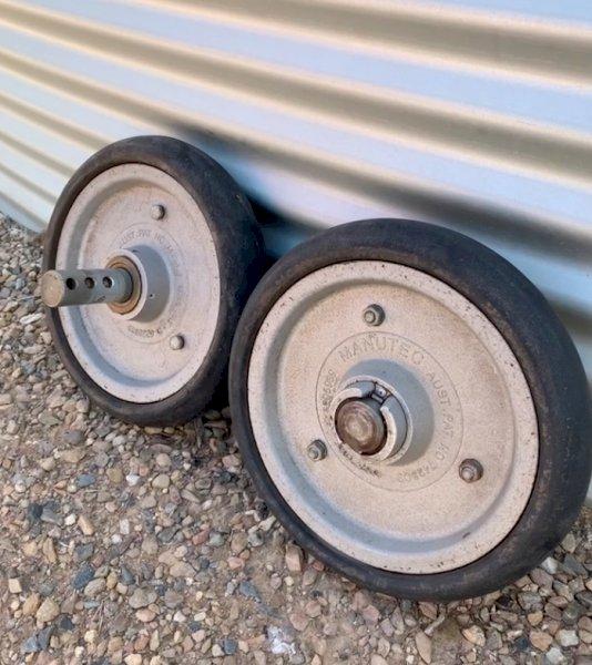 46 x Manutec Semi Pneumatic Press Wheels