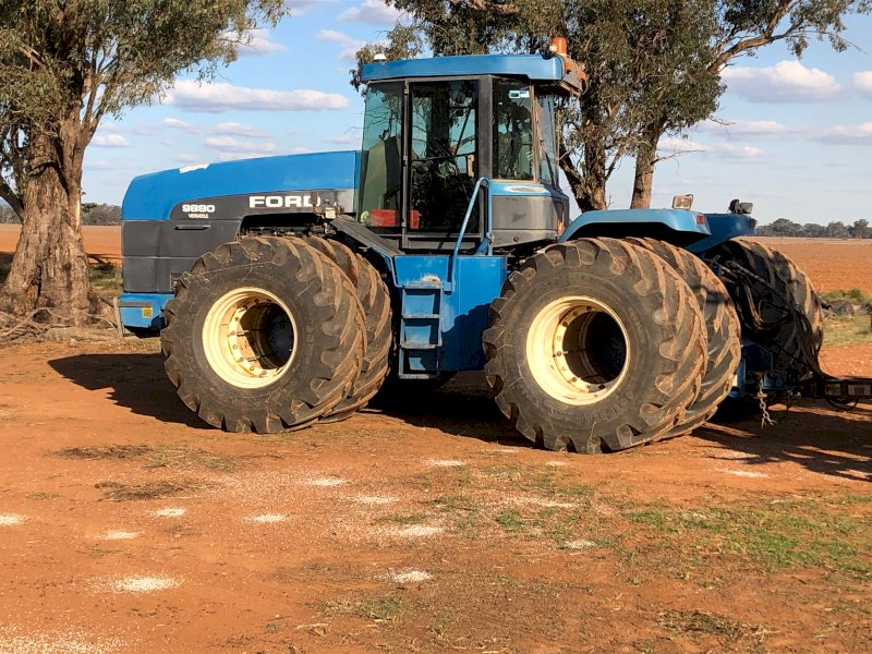 1996 Ford 9880 Versatile Tractor