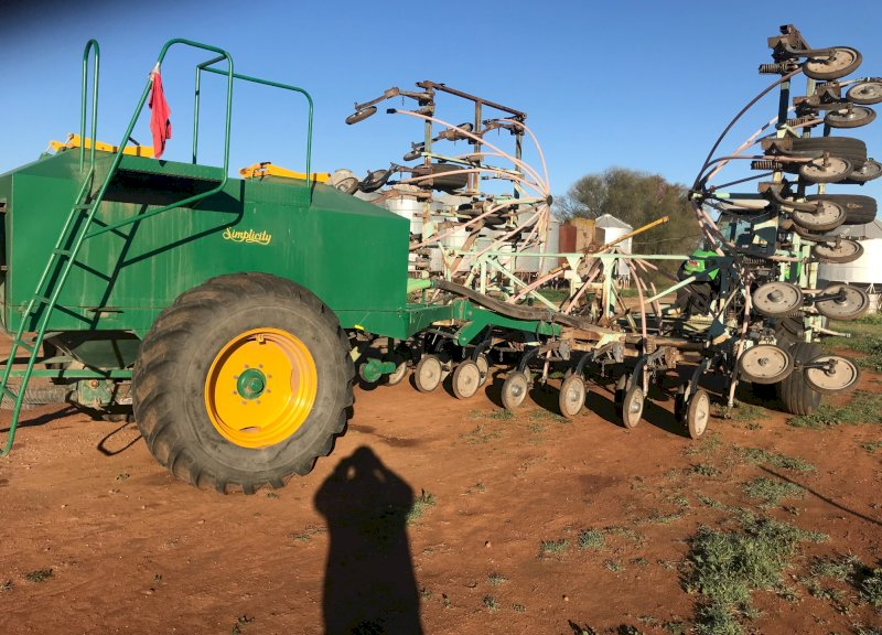Forward Engineers 11m Air Seeder Bar with Simplicity 6000L Twin Box