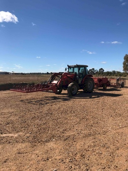 Small Square Baler With Grab And Accumulator