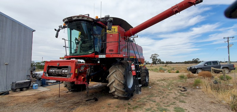 2013 CASE IH 8230 HEADER HARVESTER FOR SALE 4WD w Case IH 2152 40' draper front with Leith Trailer