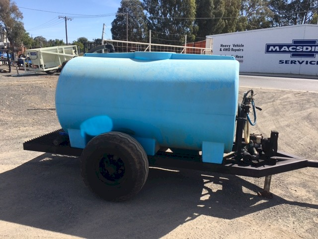 S/H Tank Trailer with 2700L Poly Tank