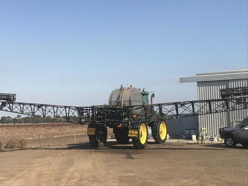 John Deere 4940 Self Propelled Boom Spray