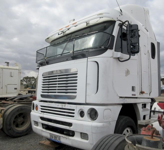 22. 2004 Freightliner Argosy (Wrecking)
