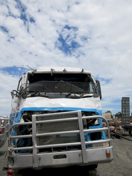 13. 1998 Volvo FH16 470 (wrecking)