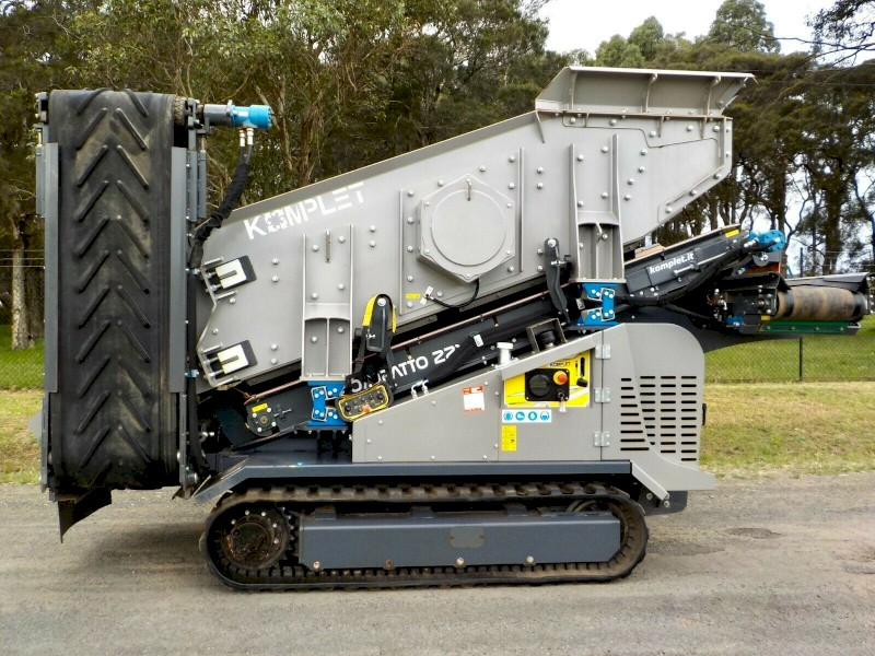 Late model 2019 Komplet Kompatto 221 Powerscreen Screening Machine Only 52 hours
