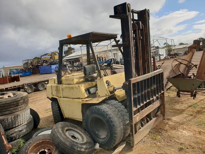 Komatsu FG40 Forklift - Suit spares or restore