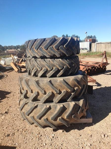 John Deere Rims & Tyres