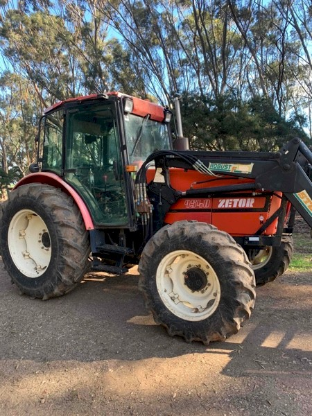 ZETOR 9540 Tractor with FEL